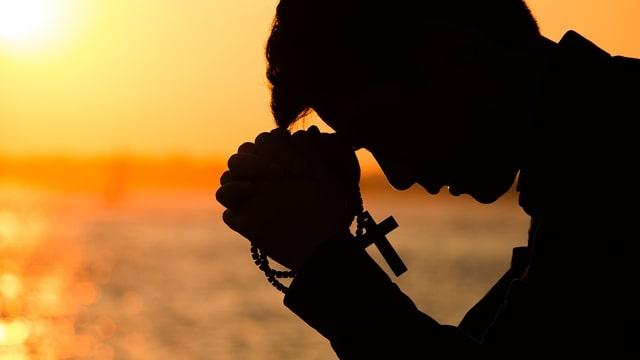 Como podemos manter um relacionamento normal com Deus