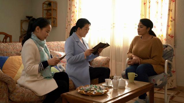 Cristãos lêem as palavras de Deus juntas