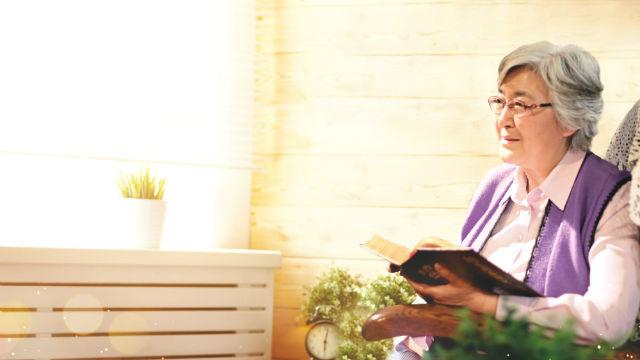 História de Fé: Quando a autora teve um ataque cardíaco e estava apreensivo, as palavras de Deus deram fé a ela.