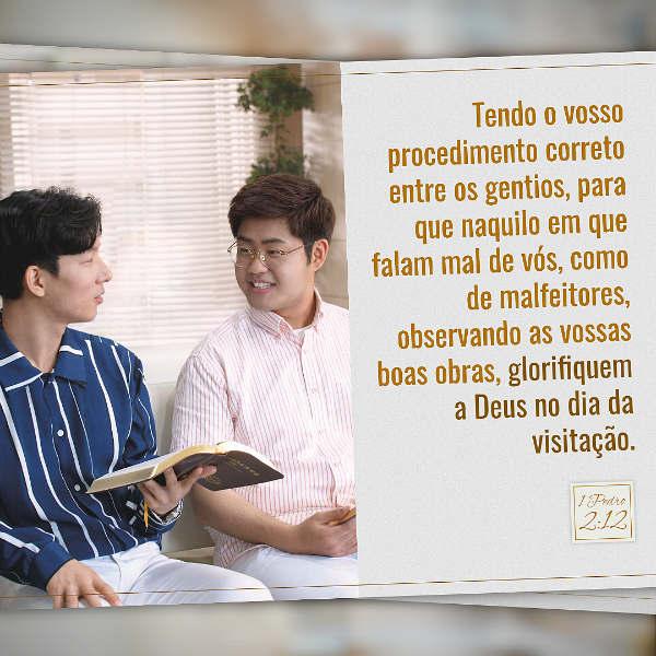 """1 Pedro 2:12 estudo - """"… tendo o vosso procedimento correto entre os gentios, para que naquilo em que falam mal de vós, como de malfeitores, observando as vossas boas obras, glorifiquem a Deus no dia da visitação""""."""